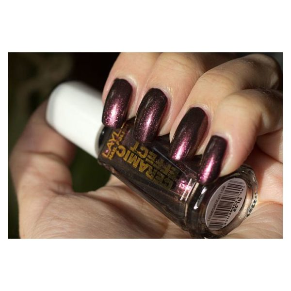 Layla Ceramic Effect Nail Polish Scarabeus Black 063